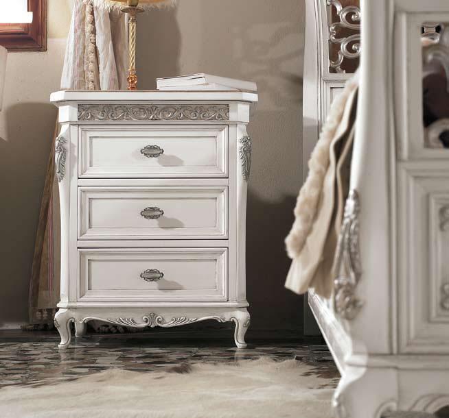 table de chevet l gante avec feuille d 39 argent lamaisonplus. Black Bedroom Furniture Sets. Home Design Ideas