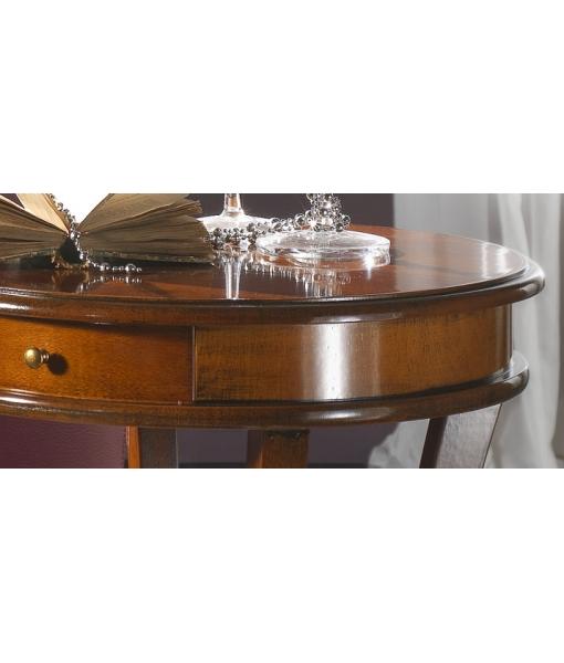 Petite table ronde classique
