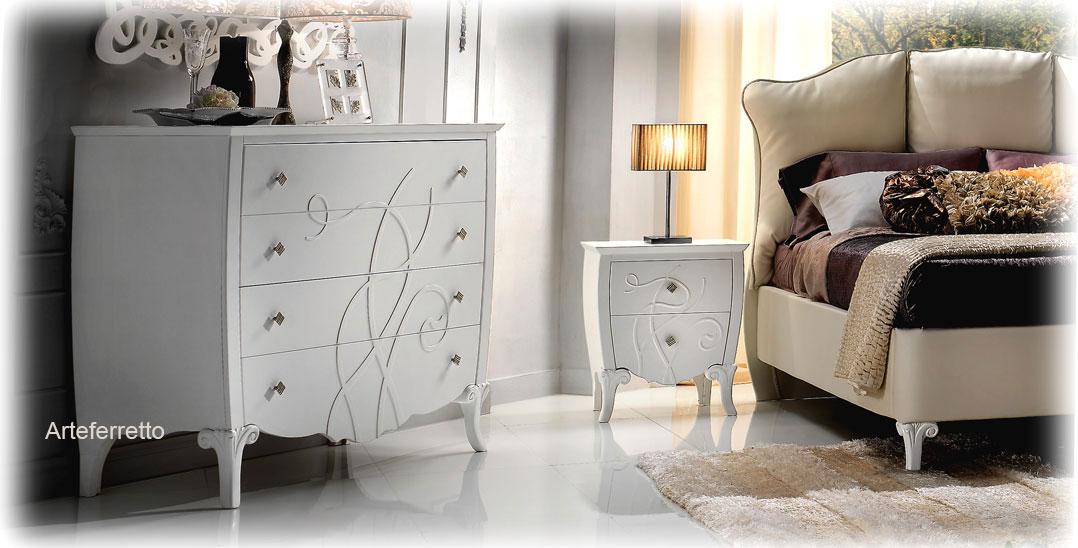 Table de chevet avec motif en relief - LaMaisonPlus