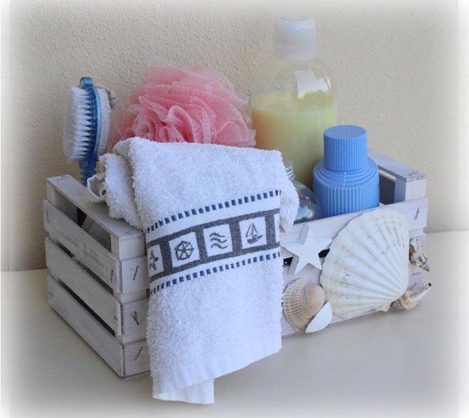 Porte-objets pour le bain, pratique et peu encombrant, ou porte-serviette d'invité.