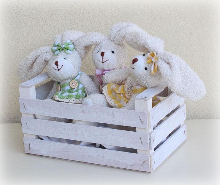 Un pratique porte-jouets à utiliser dans la chambre des bébés car  la peinture utilisée est atoxique